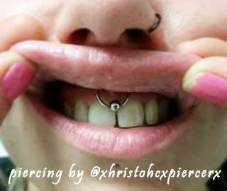 frenulo piercing by @xhristohcxpiercerx