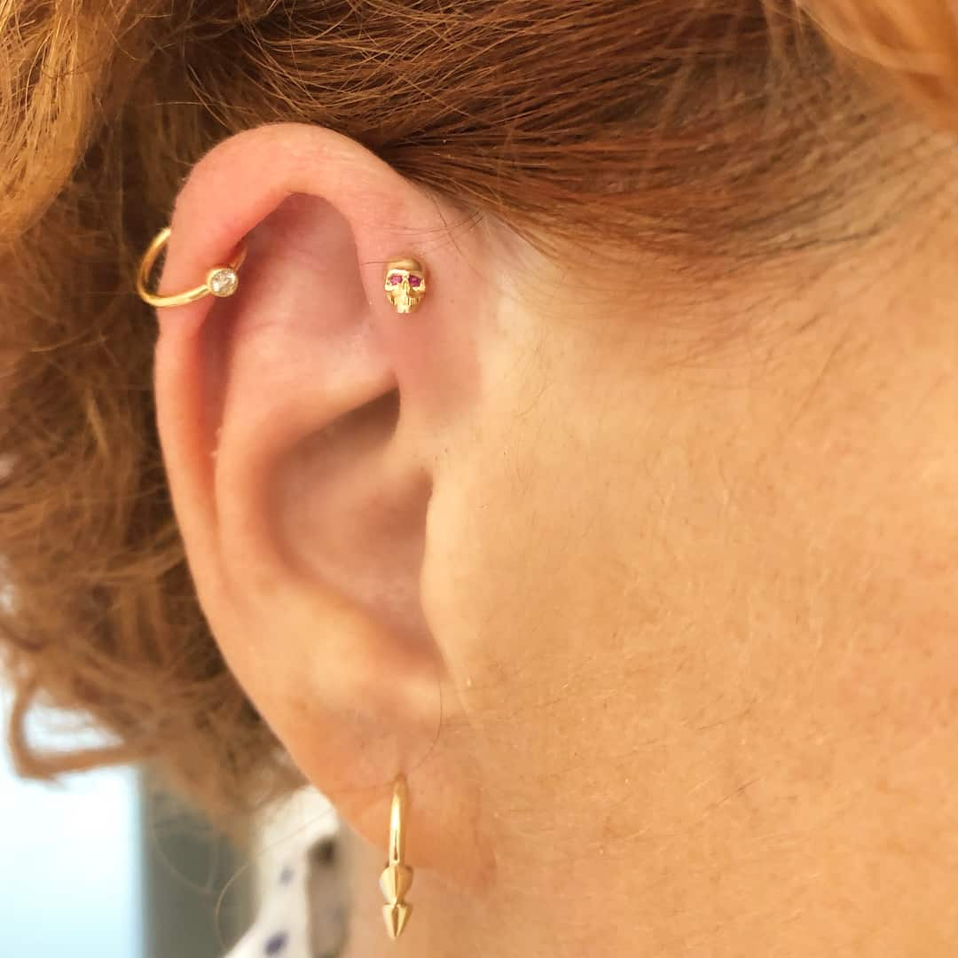 Piercing doppio Helix by @metalmorphose