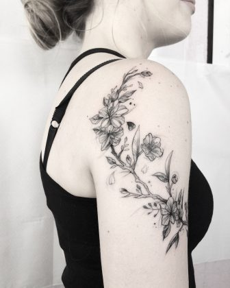 Fiore di ciliegio tattoo