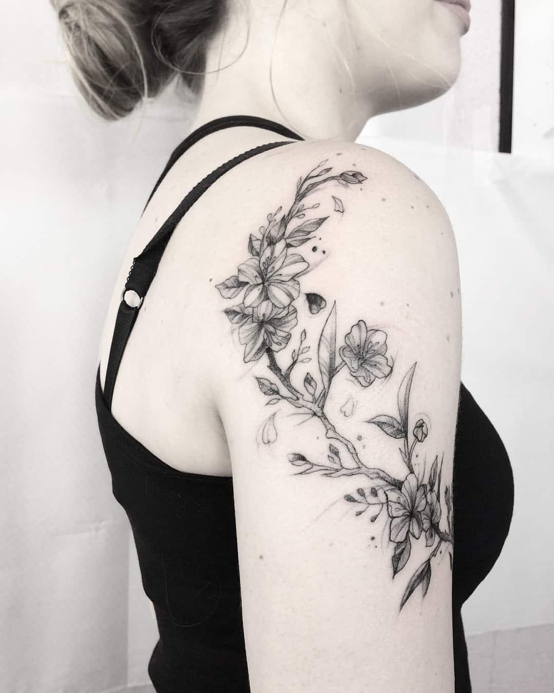 Fiori Tattoo.Fiore Di Ciliegio Tattoo Il Significato Tatuaggipiercing It