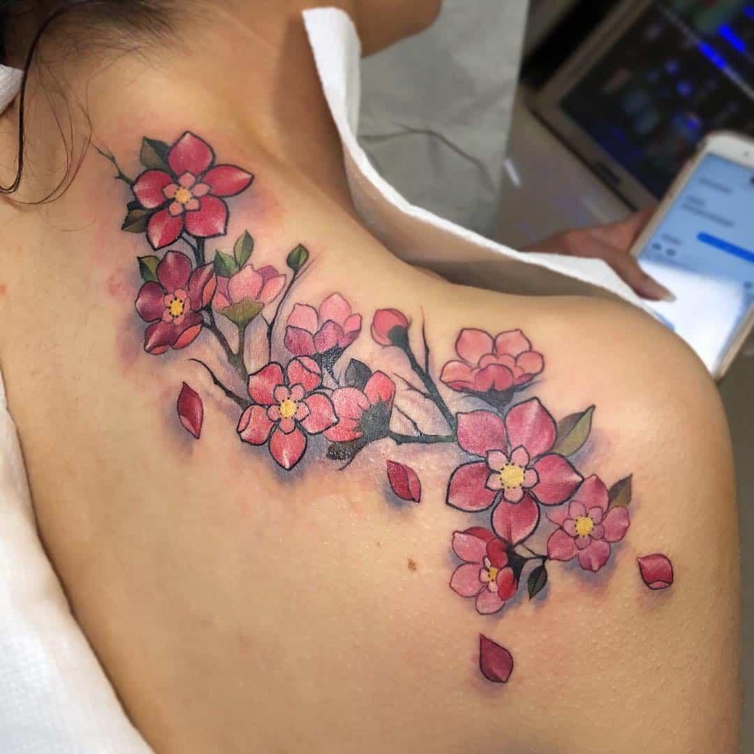 Fiori di ciliegio tatuaggio spalla. Tattoo by @cecimeseed