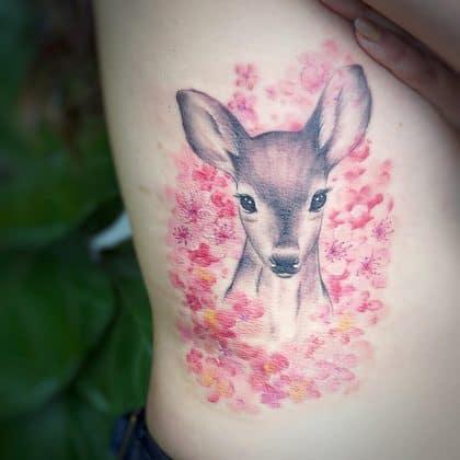 Tattoo fiori di ciliegio cerbiatto