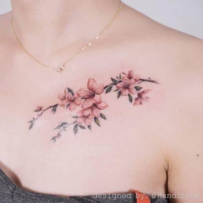 Tattoo sensuale fiori di ciliegio
