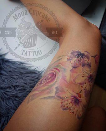 Tatuaggio fiori di ciliegio rosa