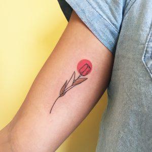 tatuaggio tulipano rosso by @takemymuse