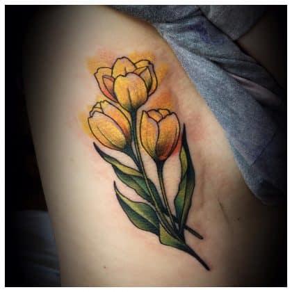 tatuaggio tulipano realistico by @twloube