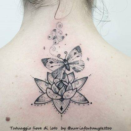 tattoo fiore di loro farfalla by @nuriafortunytattoo