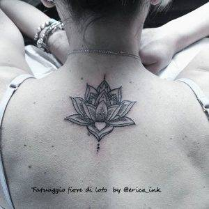 tattoo fiore di loto by@erica_ink_