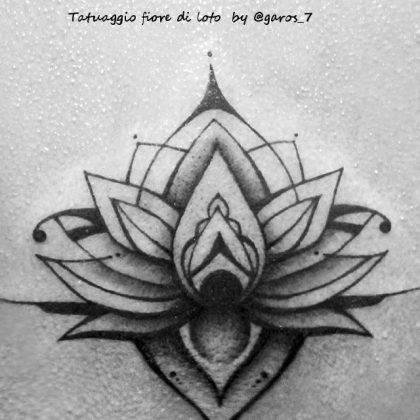 tattoo fiore di loto linee nere by @garos_7