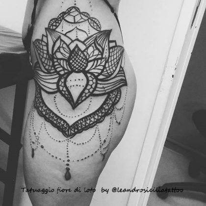 tattoo fiore di loto mandala linee nere by @leandrosiciliatattoo