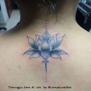 tattoo fiore di loto piccolo by @ironskintattoo