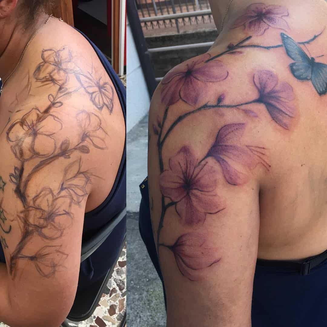 tattoo fiore di pesco by @maurottino