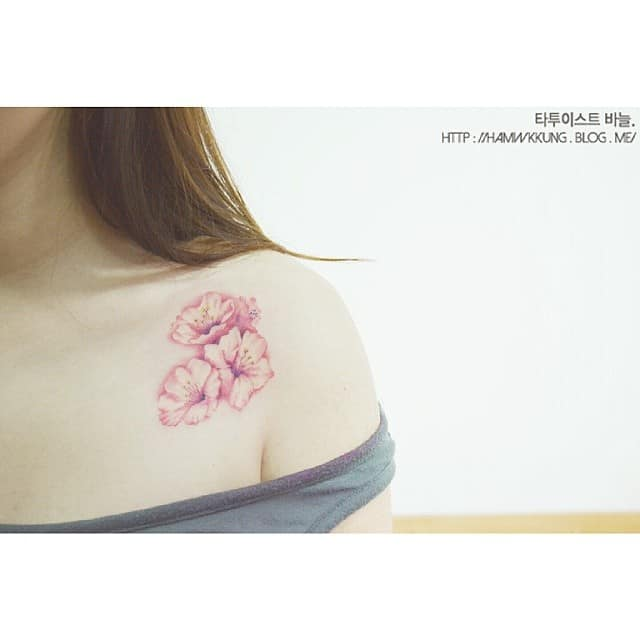 tattoo fiore di pesco by @tattooist_banul
