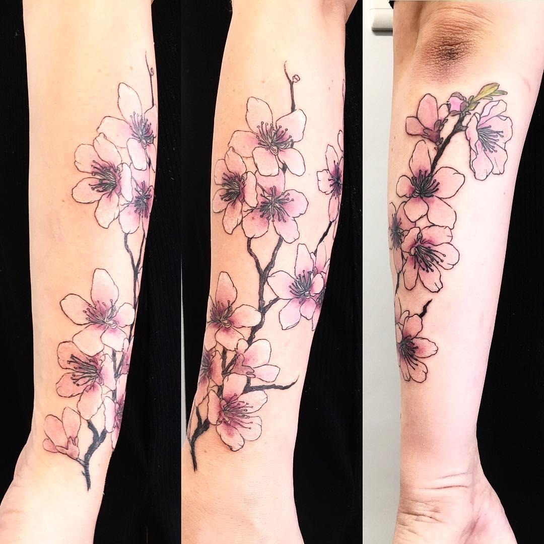 tattoo fiore di pesco by @twiggzy_tattoos