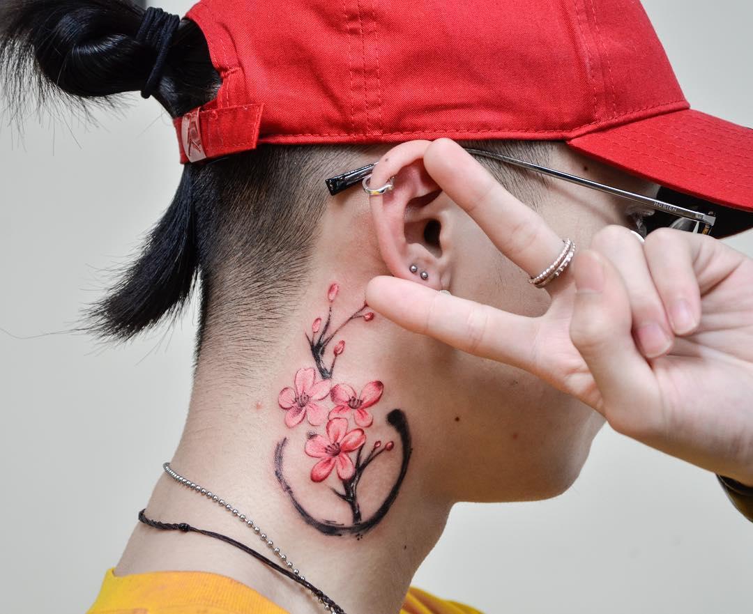tattoo fiore di pesco by @zoe.tattoos