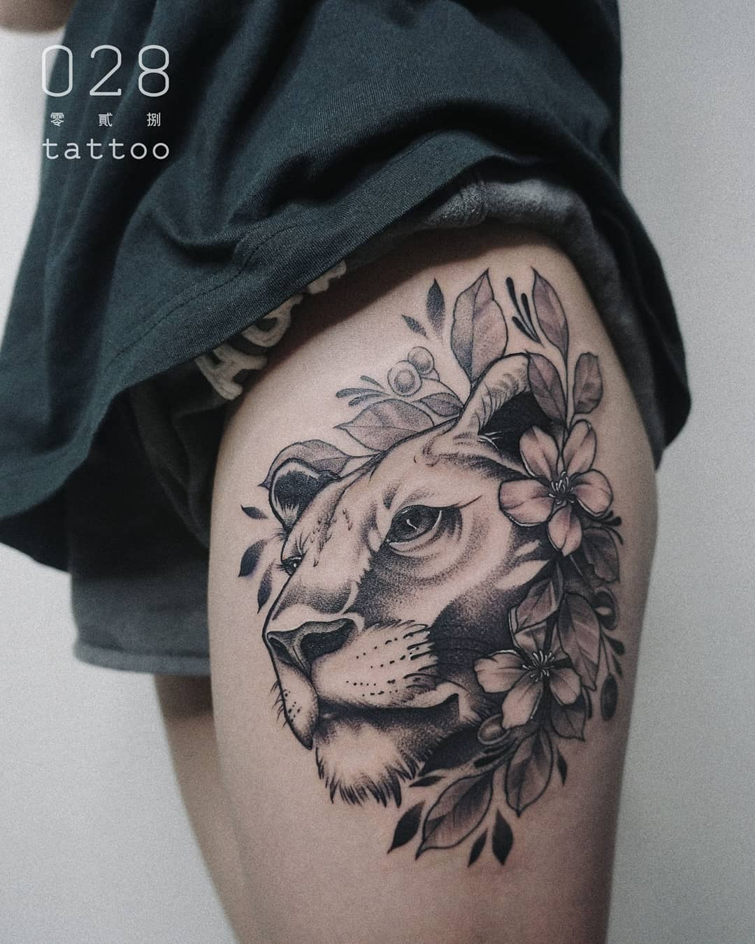 tattoo fiore di pesco leone by @josiewwwww