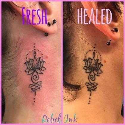 tatuaggio fiore di loto piccolo mehndi by@rebel_ink_laura