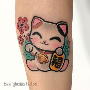 tatuaggio-gatto-maneki-neko-by-@bea.iglesias.tattoo
