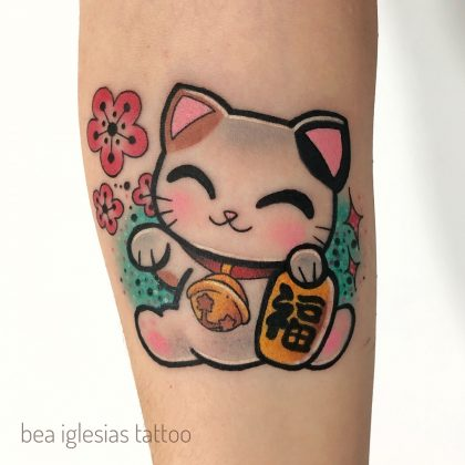 tatuaggio-gatto-maneki-neko-by-@bea.iglesias.tattoo