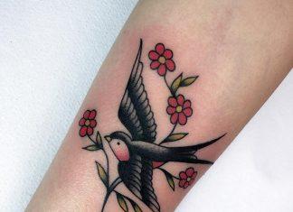 rondini tattoo con ramo by @marthablek_tattooer