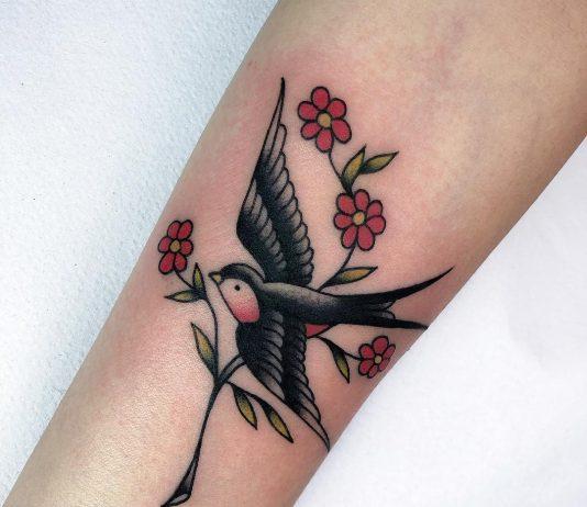 rondine tattoo con ramo by @marthablek_tattooer