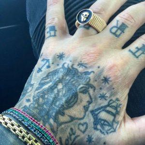 tattoo-dita-photocredit-@fabriziocoronareal