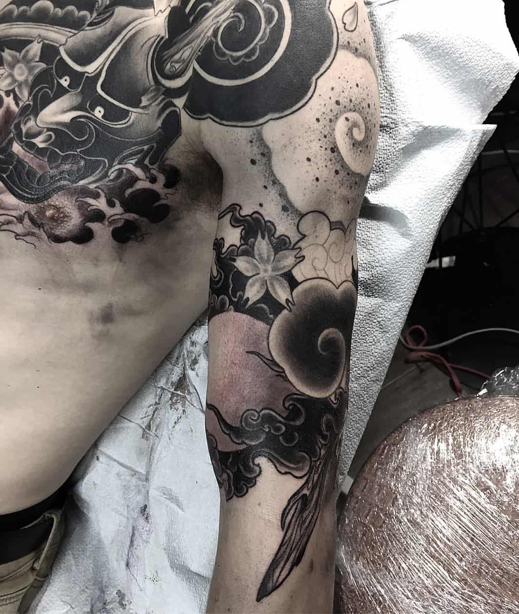 tattoo giapponese nuvola by @tommyconstantinou