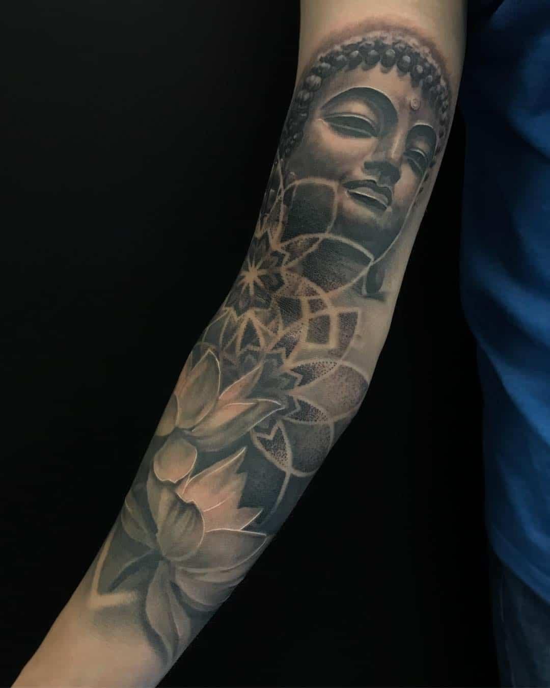 Tattoo by @louisraeltattoos