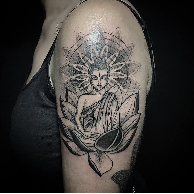 Tattoo by @ramaviva.art