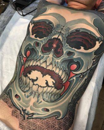 Tattoo teschio pancia