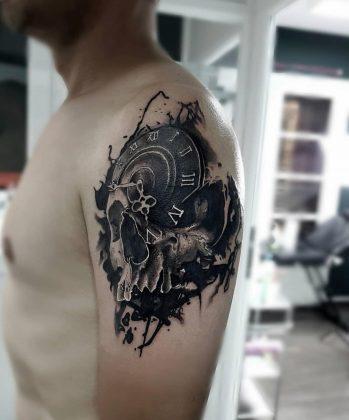 Tattoo teschio ororlogio