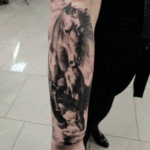 tattoo-cavallo-by-@dawidowski.krzysztof.tattoo