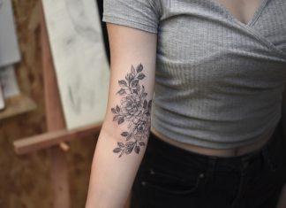 tatuaggi fiori sul braccio