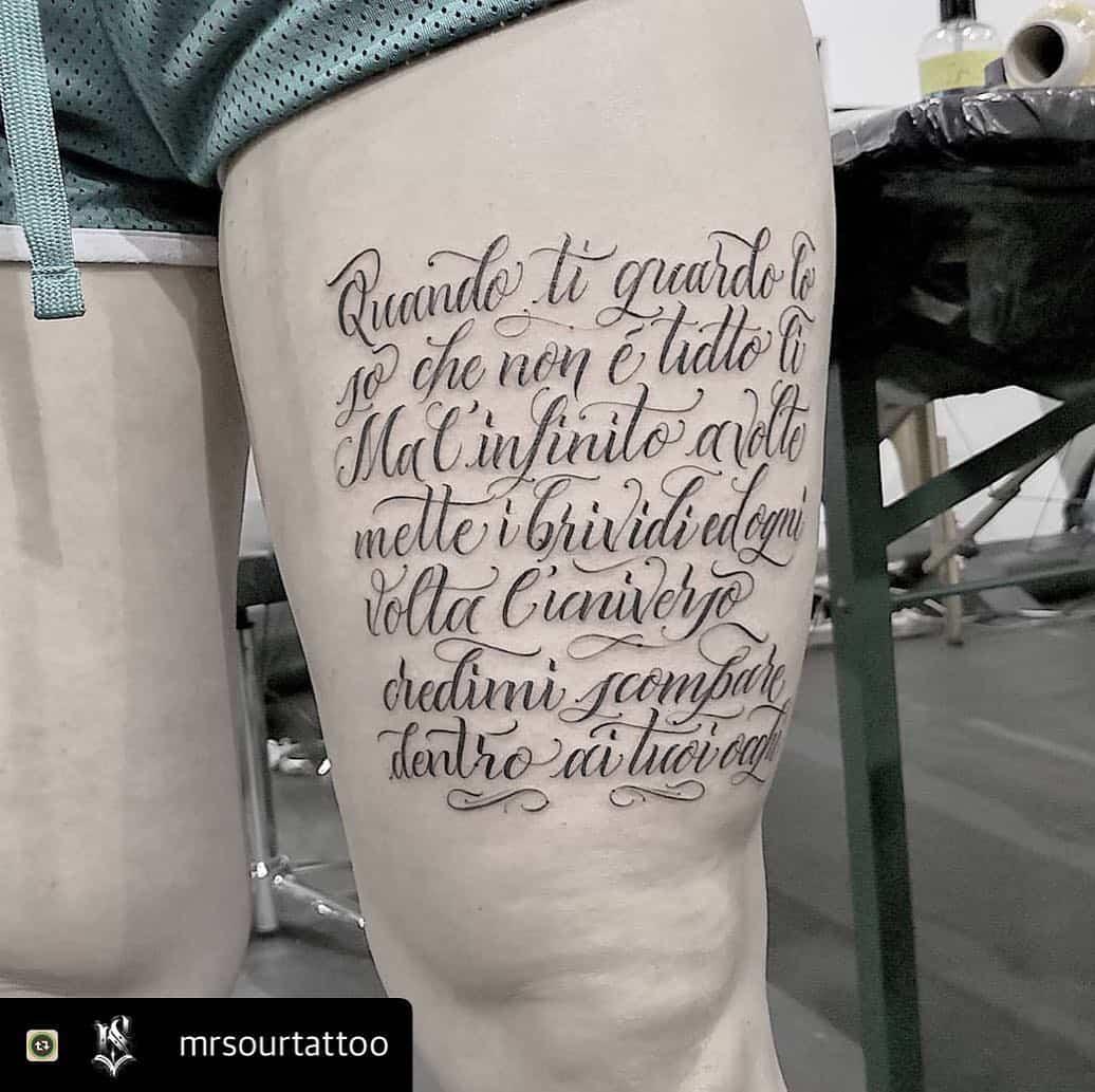 tattoo by @animamunditattoostudio. tatuaggio frase coscia chicano