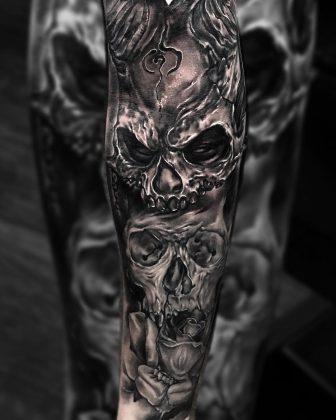 teschio black n grey by @jakutattoo