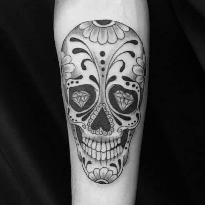 teschio messicano in bianco e nero by@ mauricio_gelfuso_tattoo