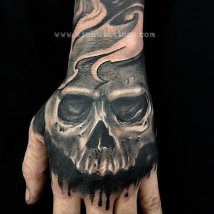 Tattoo teschio mano