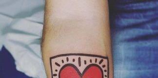 tatuaggio-cuore-Keith-Haring-heart-by-@tizianomarocchi