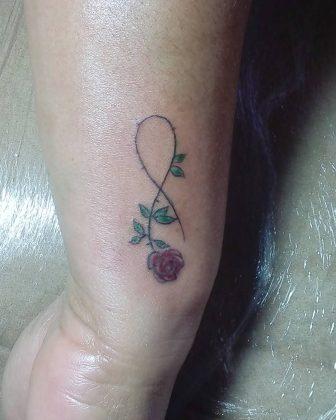 fiore stilizzato tattoo by @dannyalcn