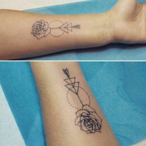 fiore stilizzato tattoo by @laiguillenoire