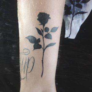 fiore stilizzato tatuaggio by @dannyalcn