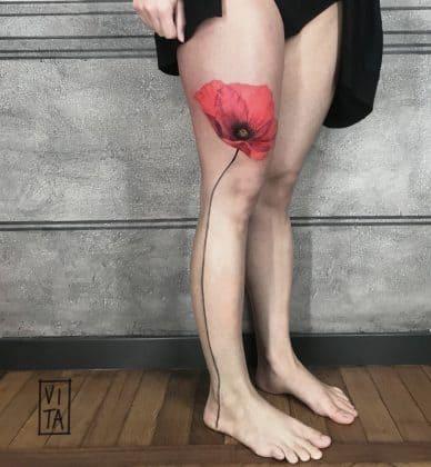 tatuaggio papavero gamba