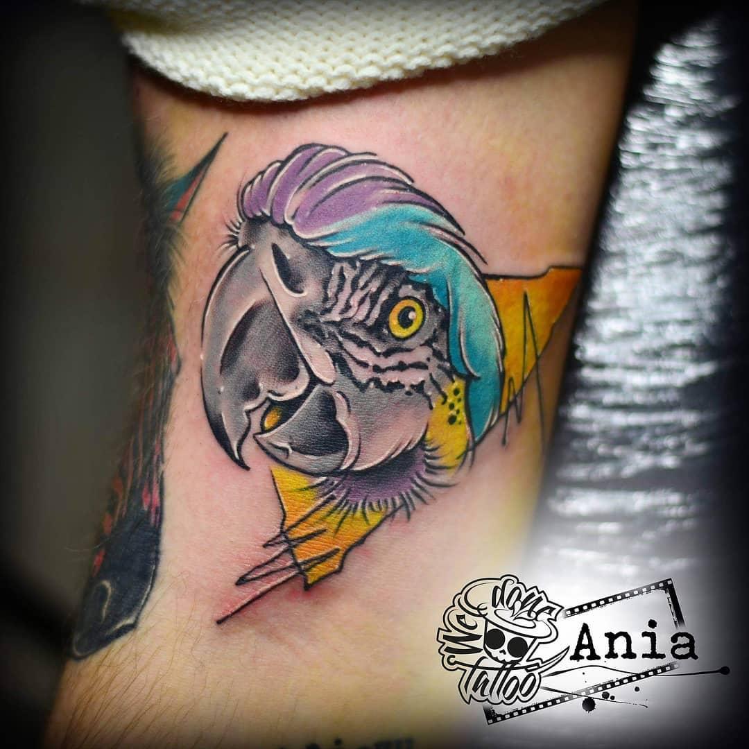 parrot tattoo by @welldonetat2