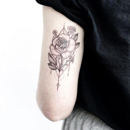 tatuaggi fiori stilizzati