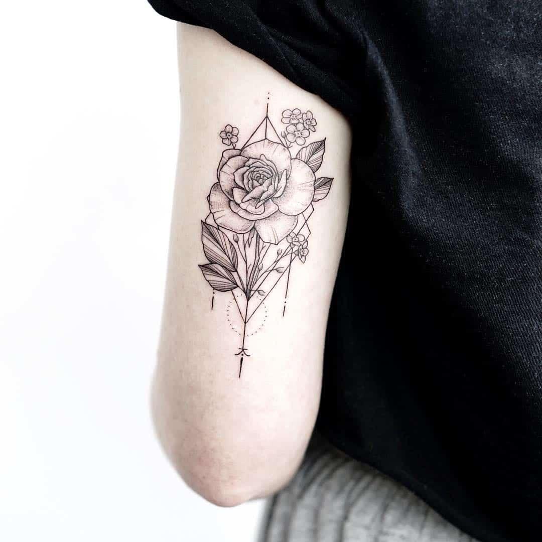 Tatuaggi Fiori Stilizzati Piccoli O Grandi Sempre Di Moda