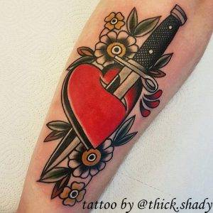 tattoo-cuore-coltello-fiori-by-@thick.shady