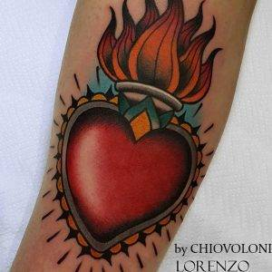 tattoo-cuore-fiamme-by-@lorenzo_chiovoloni_tattooer