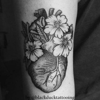 tattoo-cuore-fiori-by-@blackducktattooing
