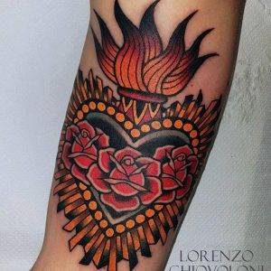 tattoo-cuore-rose-by-@lorenzo_chiovoloni_tattooer