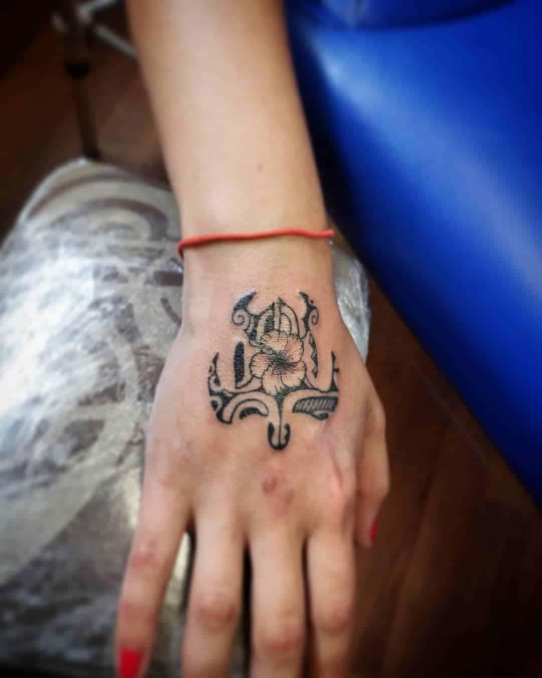 tattoo tribali mano by @varua_tattooshop